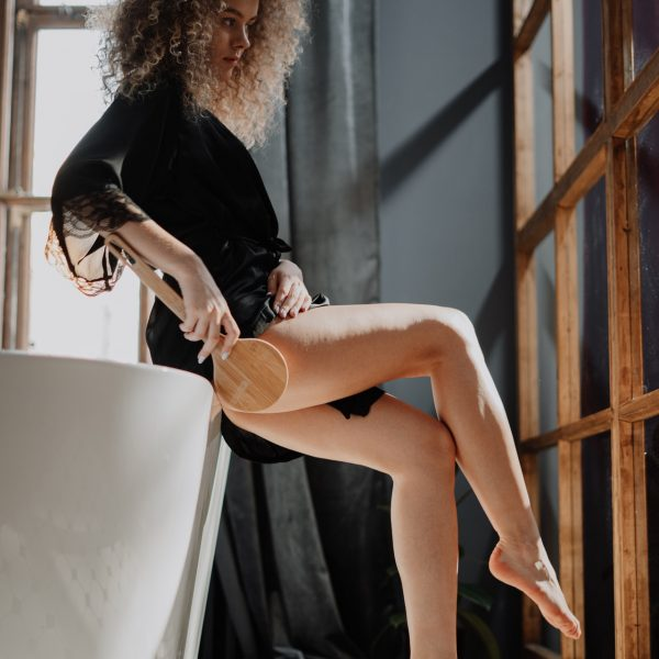 момиче масаж на крака