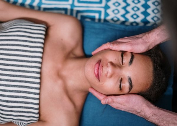 massage woman face