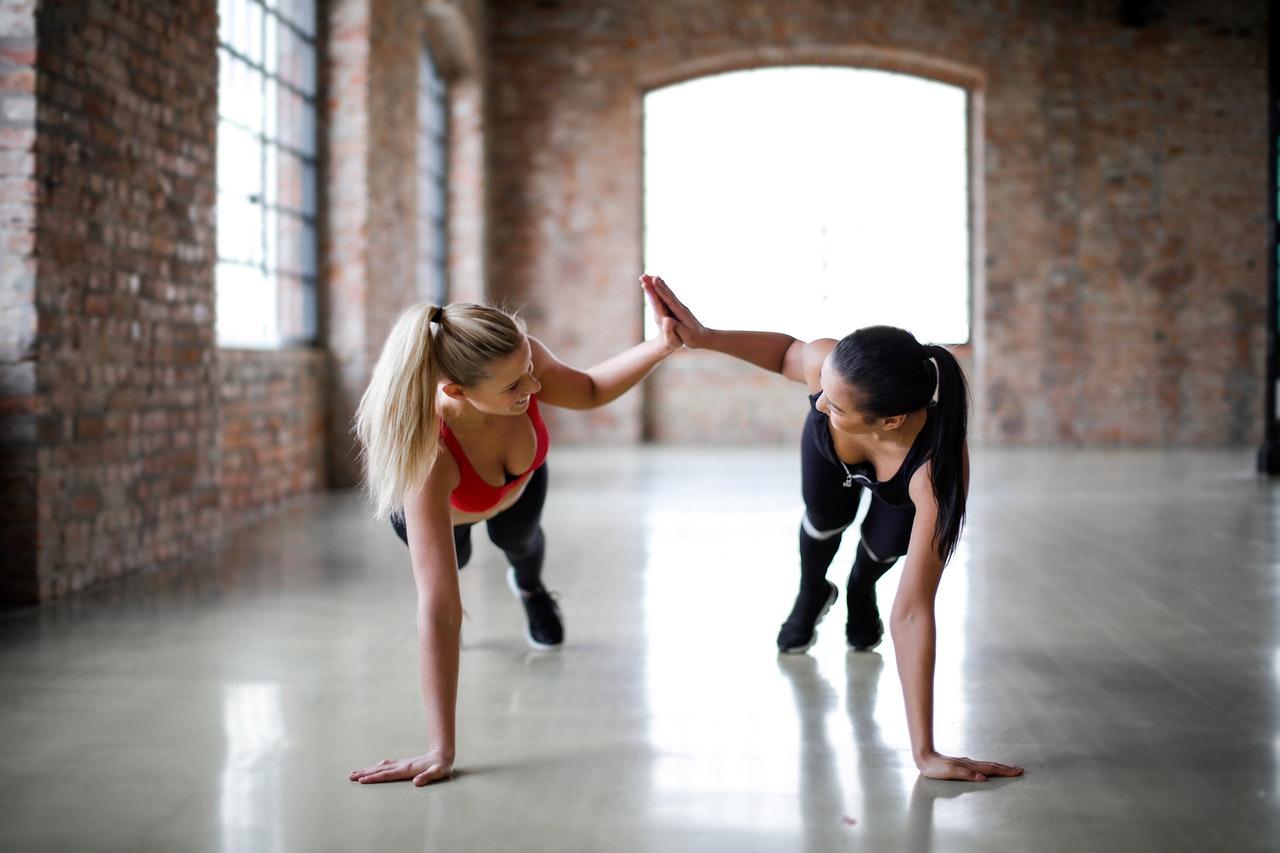 момичета тренировка спорт